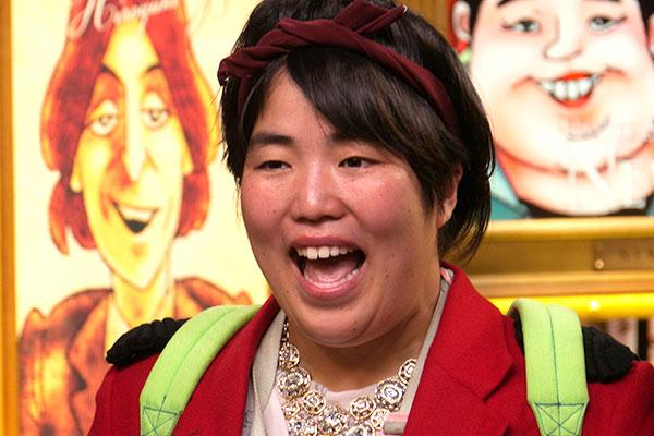 笑顔の岡寛恵さん