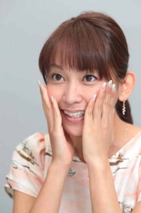 顔の肌がきれいな岡寛恵さん